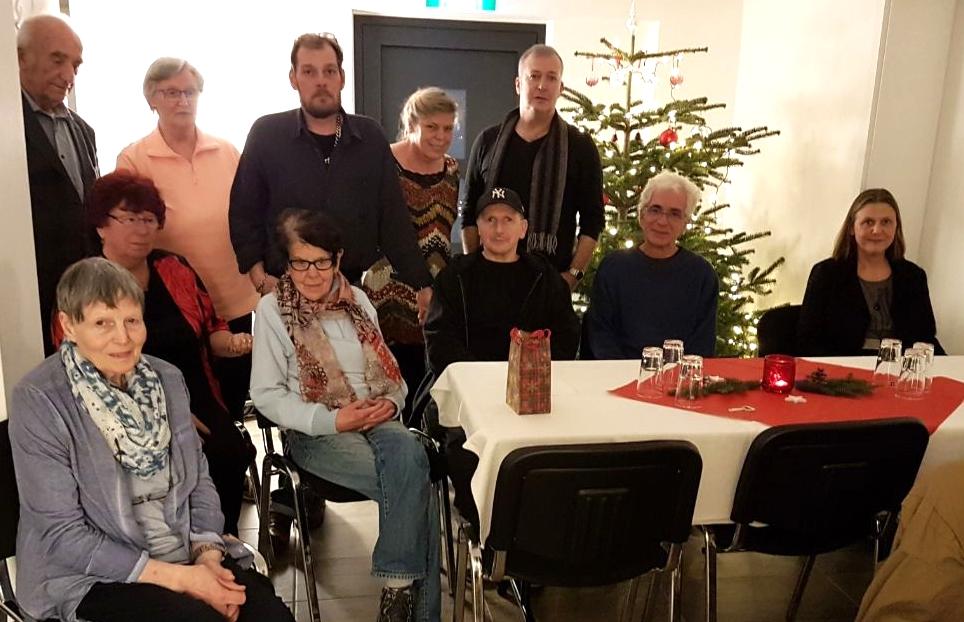 Einige unserer Gäste an Heiligabend im Treffpunkt Auszeit. Foto: Friedel Weyrauch